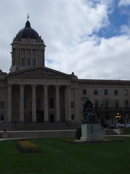 Queen Victoria in front of Legislatrue